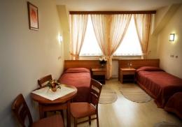 UZDROWISKO KOPALNIA SOLI BOCHNIA Sp. z o.o. - Pok�j 3 osobowy Hotel Sutoris - sanatoria.org